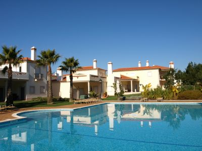 Obidos - Alojamento - Empreendimento Férias - 2 Bedroom Townhouse sharing 3 heated swimming pool in Praia D'El Rey Golf Resort - ID 7006