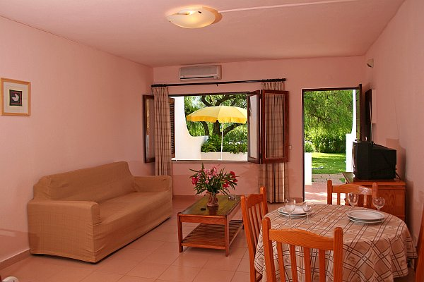 Alojamento - Apartamentos - Farm House with 19000m2 land (Ideal for Rural Turism or Guest House) - ID 5448