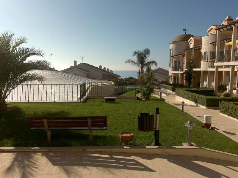 Alojamento - Alojamento Self Catering - Fabulous 3 bed apartment in Private Luxury Condo by the beach! - ID 7033