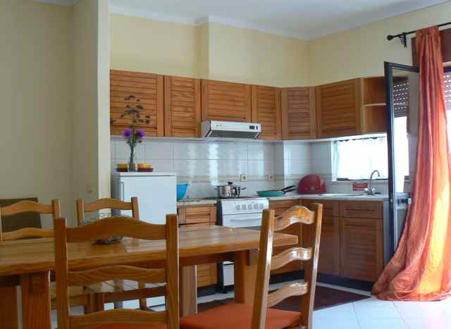 Real Estate - Sales - Houses - Amply 3 Bedroom House in nazare with annexes - ID 5376