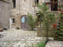 Holiday Rentals & Accommodation - Apartments - Italy - Umbria - Todi