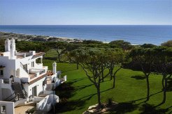 Holiday Rentals & Accommodation - Beachfront Apartments - Portugal - Algarve - Almancil