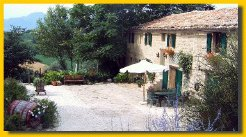 Holiday Rentals & Accommodation - Bed and Breakfasts - Italy - Marches - Cupramontana