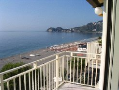 Holiday Rentals & Accommodation - Beachfront Accommodation - Italy - Sicily - Taormina