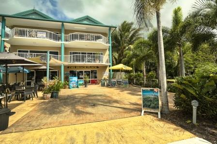 Holiday Rentals & Accommodation - Beachfront Apartments - Australia - tropical north queensland - cairns