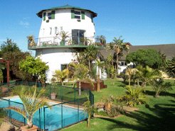 Holiday Rentals & Accommodation - Guest Houses - South Africa - Cape Town - Bloubergstrand