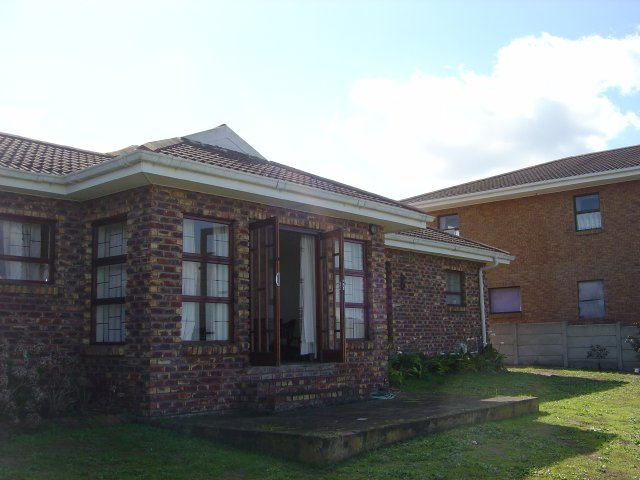 Holiday Accommodation to rent in Reebok, Garden Route, South Africa