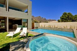 Holiday Rentals & Accommodation - Holiday Accommodation - South Africa - Western Cape - Camps Bay