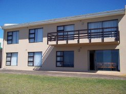 Holiday Rentals & Accommodation - Beachfront Accommodation - South Africa - Garden Route - Klein Brak Rivier