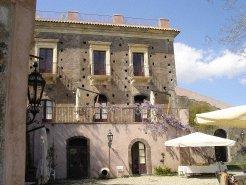 Holiday Rentals & Accommodation - Farm Cottages - Italy - Sicilia - Catania