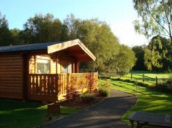 Holiday Rentals & Accommodation - Country Lodges - England - West Sussex - Crawley