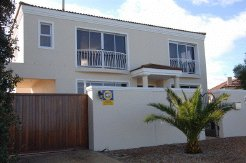 Holiday Rentals & Accommodation - Bed and Breakfasts - South Africa - Table View - Western Cape