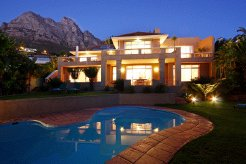 Holiday Rentals & Accommodation - Holiday Homes - South Africa - Camps Bay - Cape Town