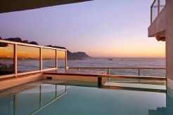 Holiday Rentals & Accommodation - Beachfront Apartments - South Africa - Atlantic Seaboard - Cape Town