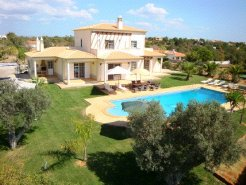 Holiday Rentals & Accommodation - Holiday Villas - Portugal - Algarve - Armação de Perâ