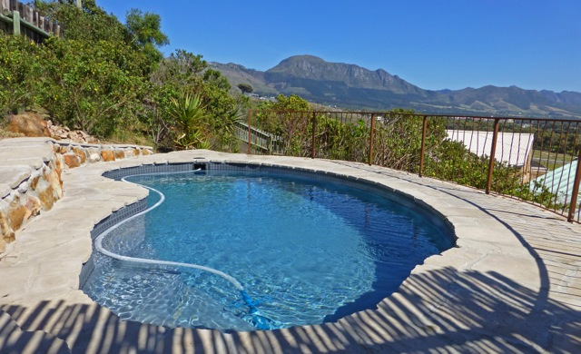 Lakeside mountain cottages the cottage cape town southern suburbs south africa holiday for Southern suburbs swimming pool