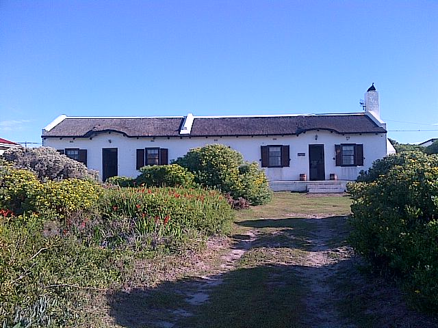 Holiday Rentals & Accommodation - Beach Cottages - South Africa - Cape Agulhas - Struisbaai