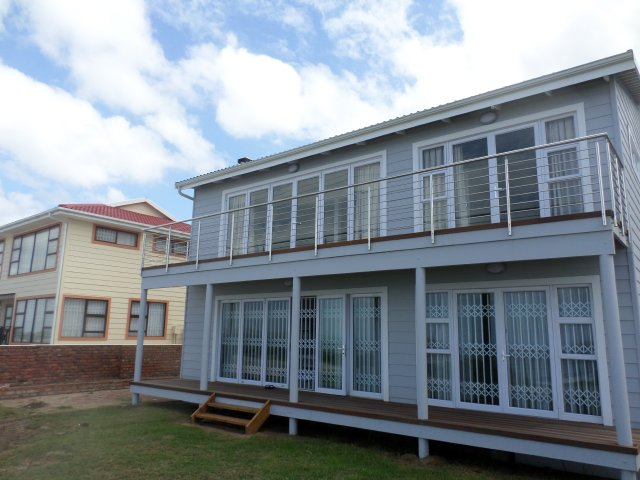 Holiday Rentals & Accommodation - Beachfront Apartments - South Africa - Garden Route - Tergniet