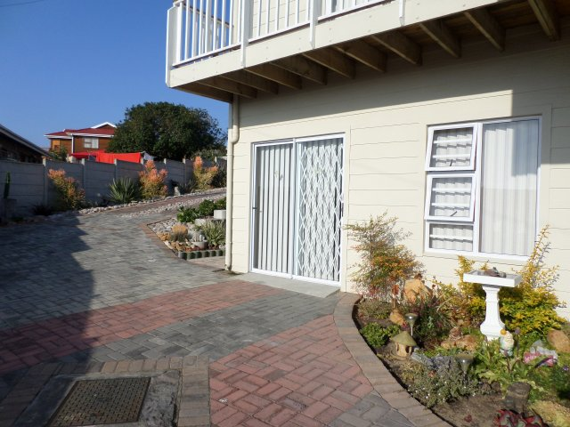 Holiday Rentals & Accommodation - Garden Flat - South Africa - Garden Route - Fraaiuitsig