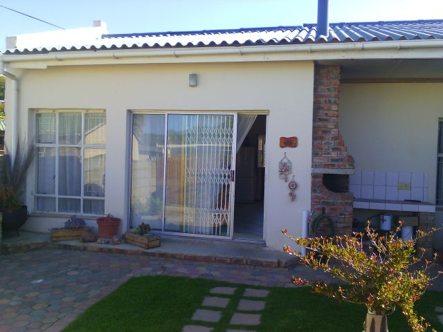 Holiday Rentals & Accommodation - Garden Apartment - South Africa - Garden Route - Groot Brak River
