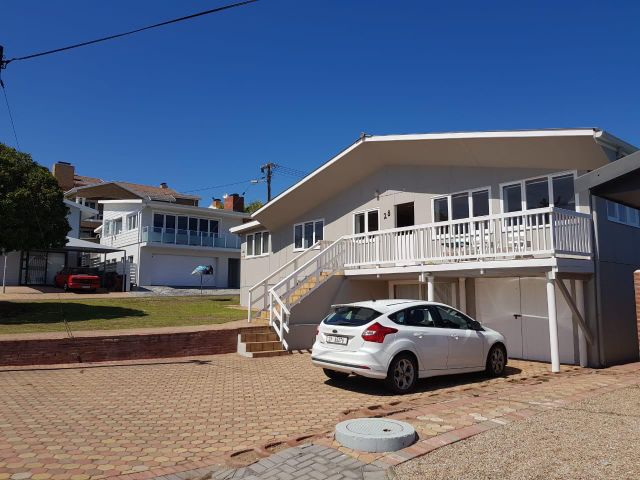 Holiday Rentals & Accommodation - Holiday House - South Africa - Garden Route - Hartenbos