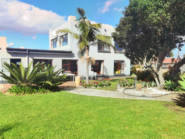 Holiday Rentals & Accommodation - Self Catering - South Africa - Eden  - Little Brak River